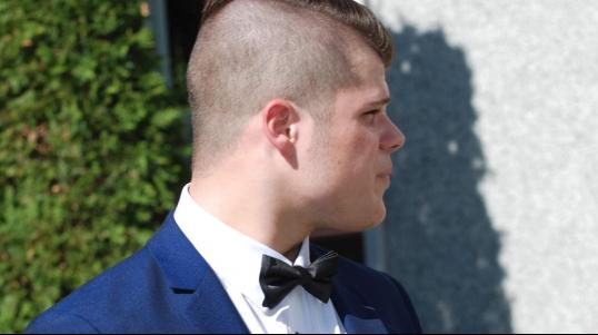 Le salon Rustik Royal est un salon de coiffure pour hommes. Du petit garçon au grand-papa, tous seront choyés! Venez nous rencontrer dès aujourd'hui, sans rendez-vous, notre incroyable équipe s'occupera de